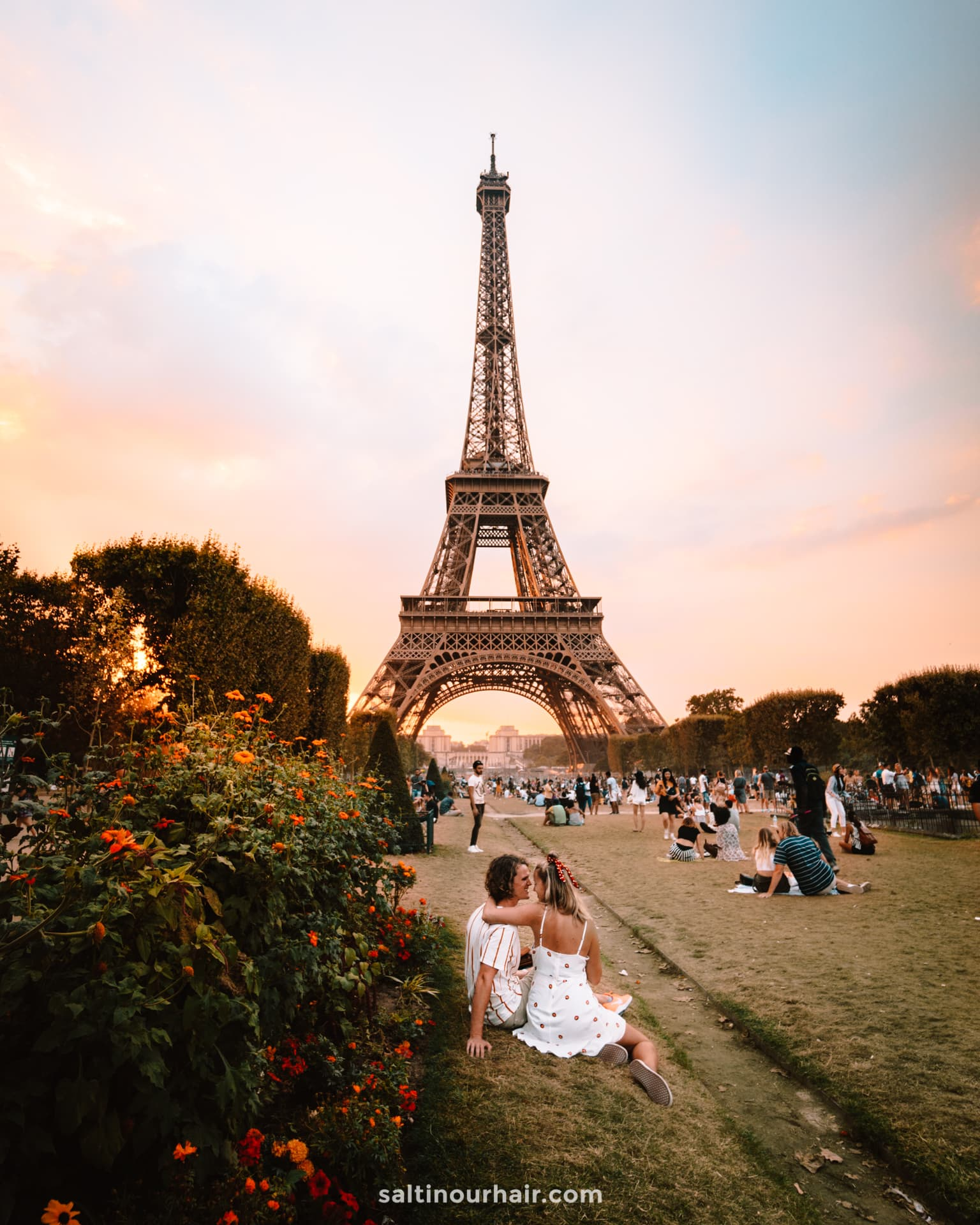 paris city trip eiffel tower