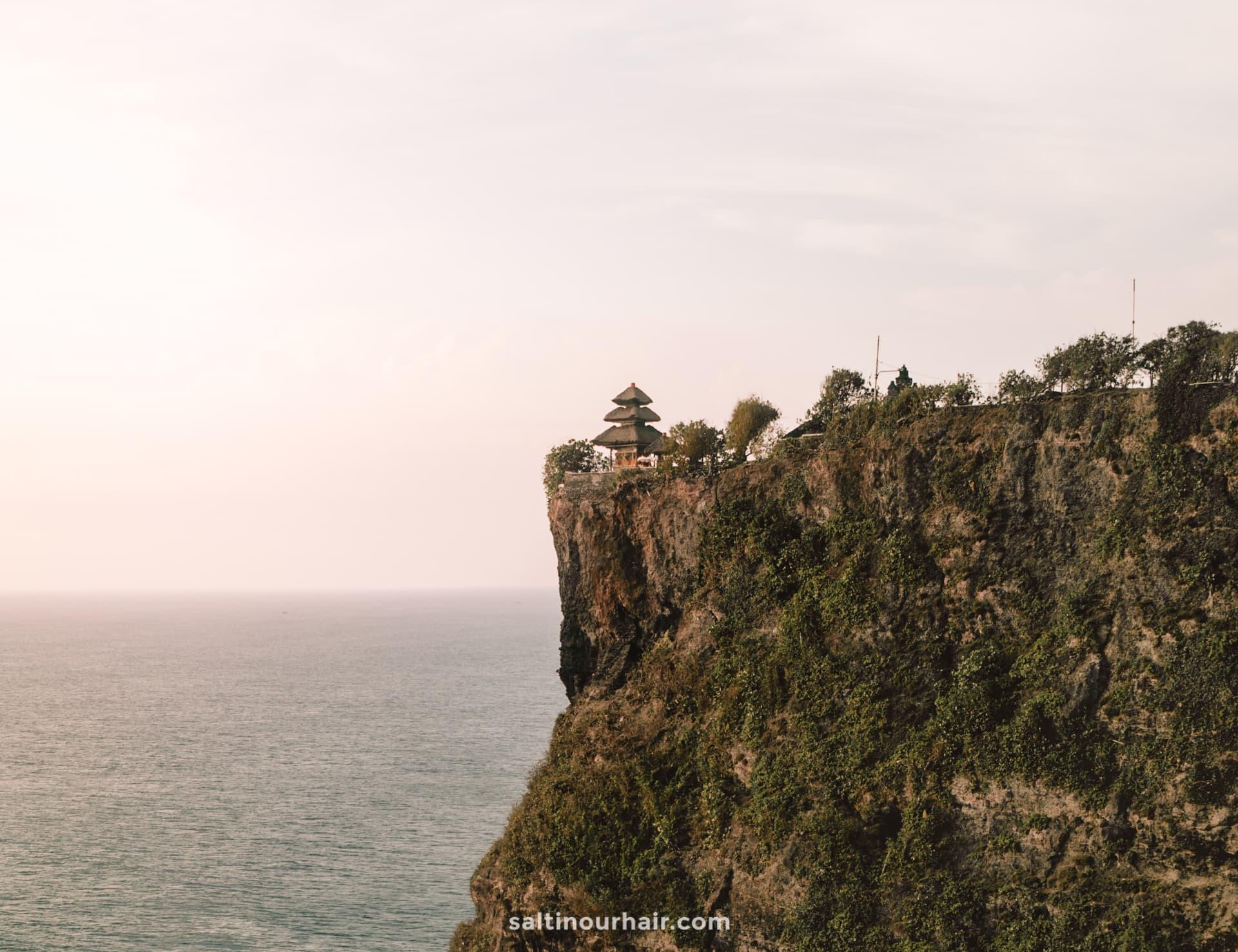 things to do uluwatu temple cliff