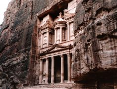 Discover the Lost City of Petra in Jordan (The Ultimate Travel Guide)