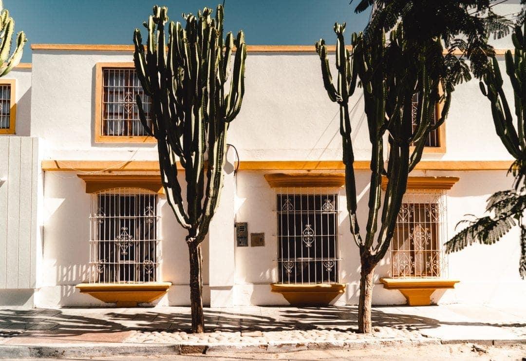 huacachina peru desert oasis village