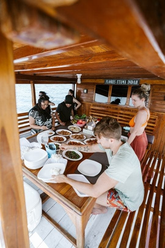 komodo islands boat food