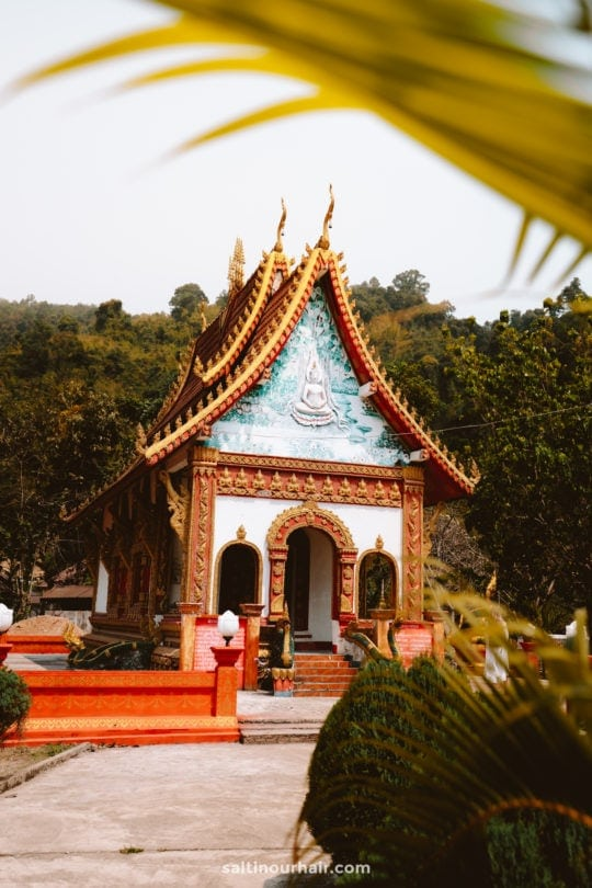 vang vieng guide temple